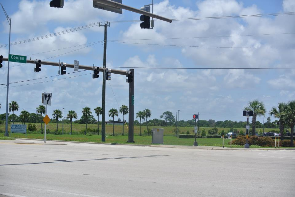 Traffic Lighs on US1 at RJ Conlan Blvd.